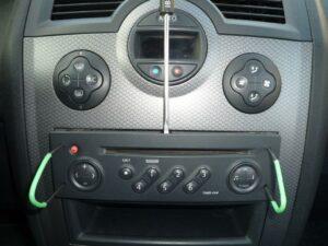 Comment retirer son poste radio ?